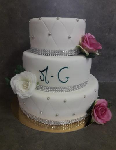 lesgourmandisesdekevin-pateasucre-mariage-weddingcake-argent-perle-fleurs